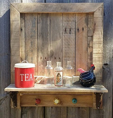 reclaimed pallet wood shelf project idea #palletprojects #diyhomedecor #homedecorideas #diycrafts #livingroomideas #farmhousedecor #rusticdecorideas #houseideas #bedroomideas