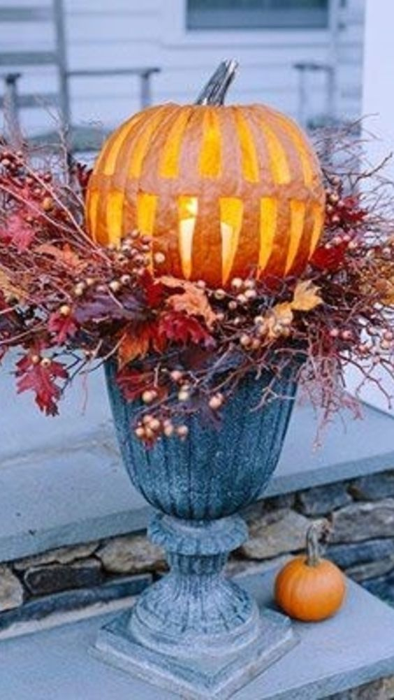 Gorgeous Pumpkin Fall Porch Decor Idea
