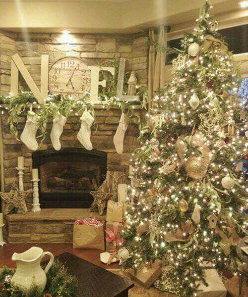 Rustic Christmas living room decor/decorating idea - I LOVE this!  Not sure if it