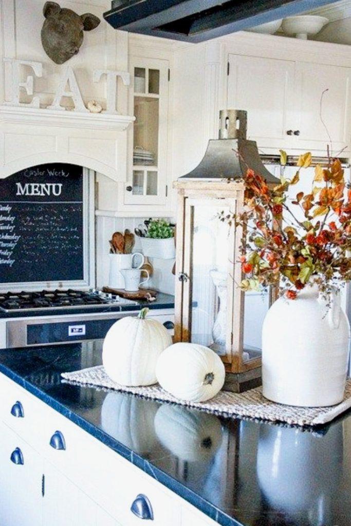 Beautiful white farmhouse kitchens fall decor ideas - Kitchen decorating ideas themes ...