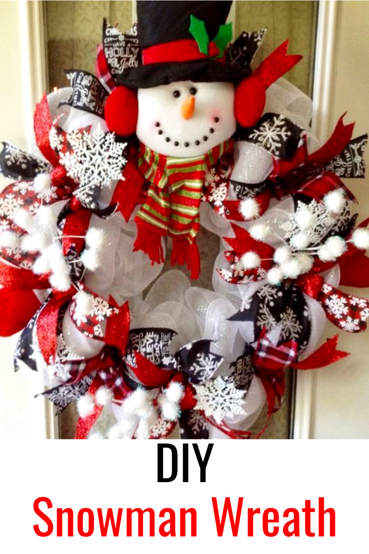 DIY Christmas Wreath - Make a Snowman Wreath For Front Door #christmascrafts #christmaswreathideas #diychristmaswreath #diyholidayideas #christmasdecor #christmasdecorations #christmasdiy #diycrafts #diyhomedecor