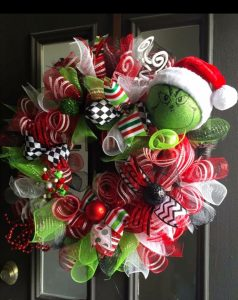 DIY Christmas Wreaths Ideas - Grinch Christmas Wreath To Make